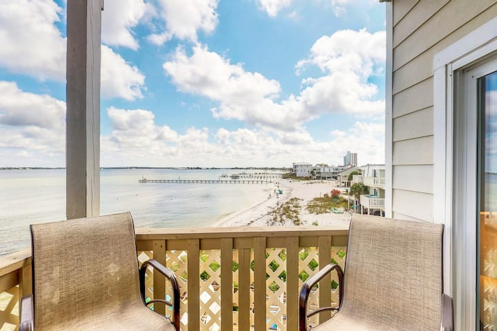 Beautiful waterfront condo w/ gorgeous views, a shared pool, & beach access