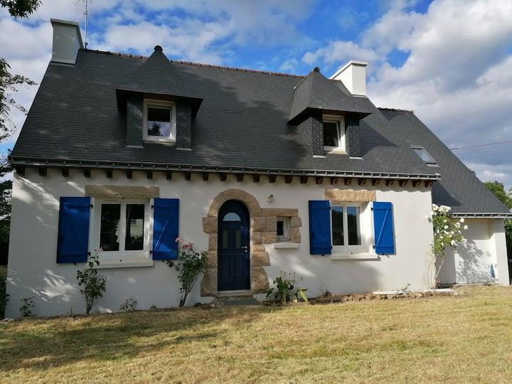 Jolie maison rénovée, grand terrain, au calme