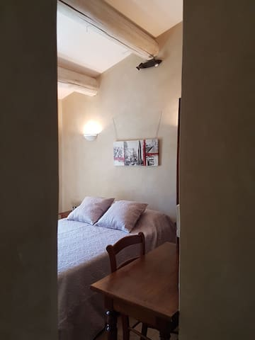 Chambre 2: A l'étage Climatisée & Lit 140x190cm