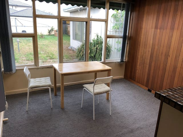 Traveller's casual stay in Glenroy