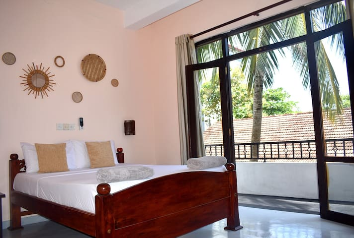 The Native - Room5: Double Room with Balcony +AC