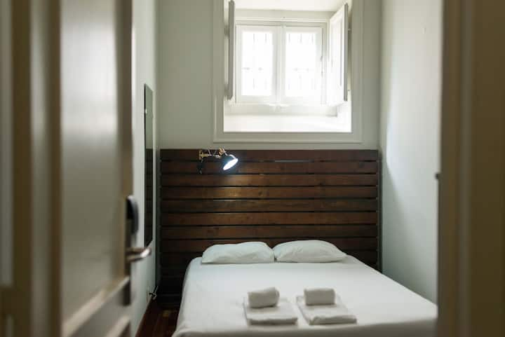 SINGLE PRIVATE ROOM Sant Jordi Hostels