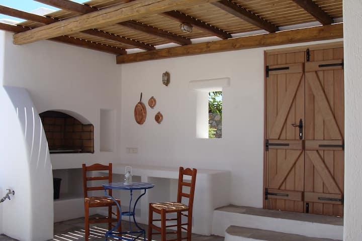 Spíti Sorocos in Santorini