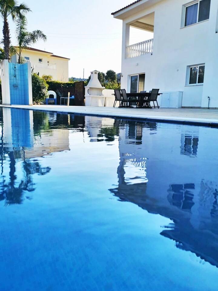 Villa Aimee / 4 bedrooms / Near Ay Napa & Protaras
