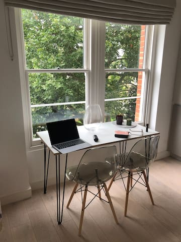Quiet Chelsea flat by the River