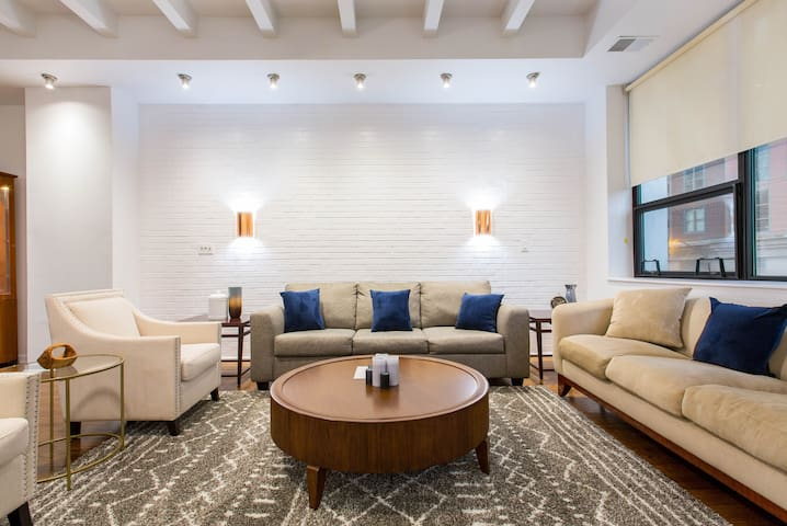 Lavish 2BR Apartment with High Ceilings