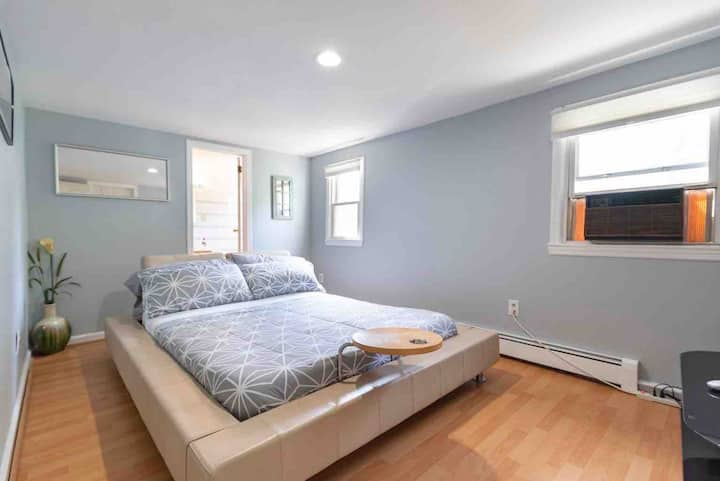 Gorgeous, Private, & Safe. 1-Bedroom Apt Near NYC!