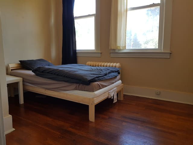 Private Room in Squirrel Hill
