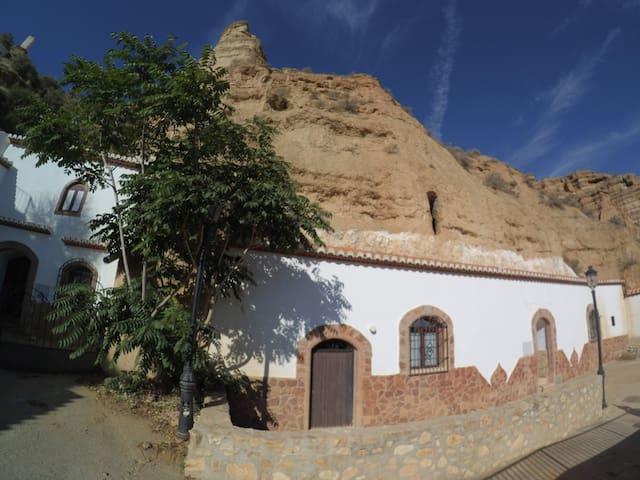 Explore earth house viewpoints & villages - Cueva