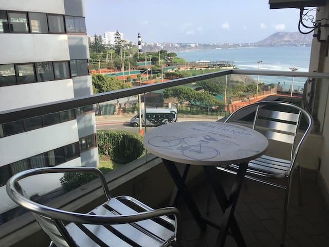 Miraflores - Ocean view double-bed flat & Balcony