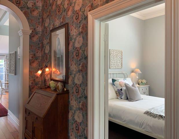 The Hydrangea Room - King