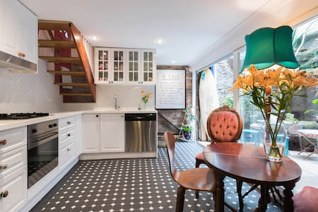 Unique inner city terrace - Surry Hills - Townhouse