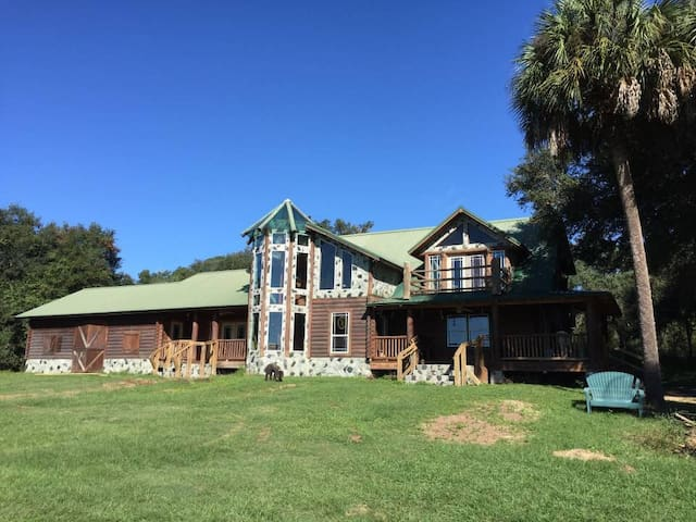 Vacation Lodge on 373 Private Acres