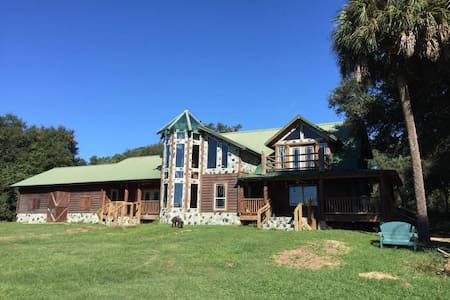 Vacation Lodge on 380 Private Acres - Grandin - 獨棟