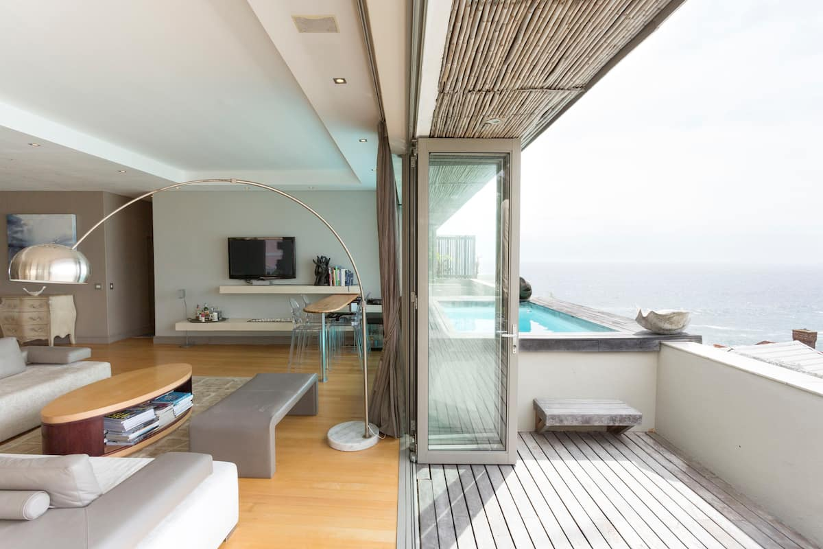 Plunge Pool in a Beautiful Apartment in Bantry Bay