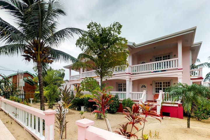 Two resort suites w/ shared pool, balcony, ocean views, partial AC & free WiFi!