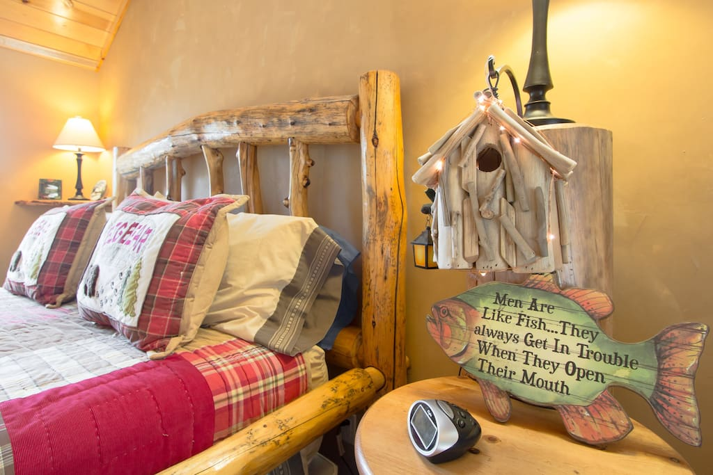 This room truly brings the mountain feel indoors. It is well decorated and has the true mountain lodge feel.