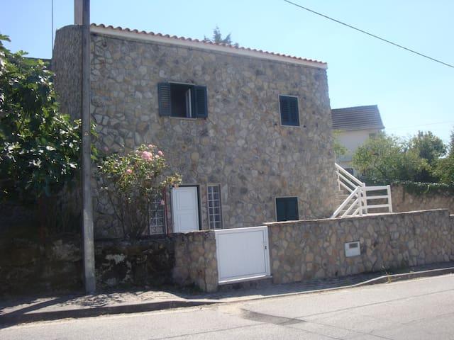 Vivenda Rústica em Aldeia - Almeida - Hus