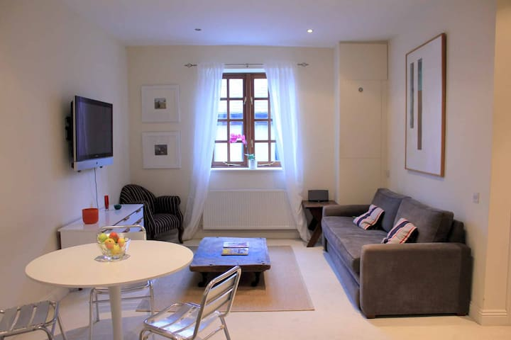 Stylish 1 Bedroom Garden Apartment - Gloucester