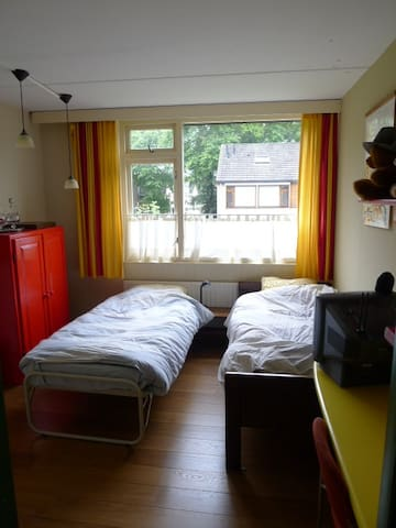 Bedroom with separate sitting room. - Tilburg - House