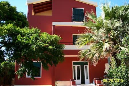 SPLENDIDA VILLA CON GIARDINO  - Cagliari