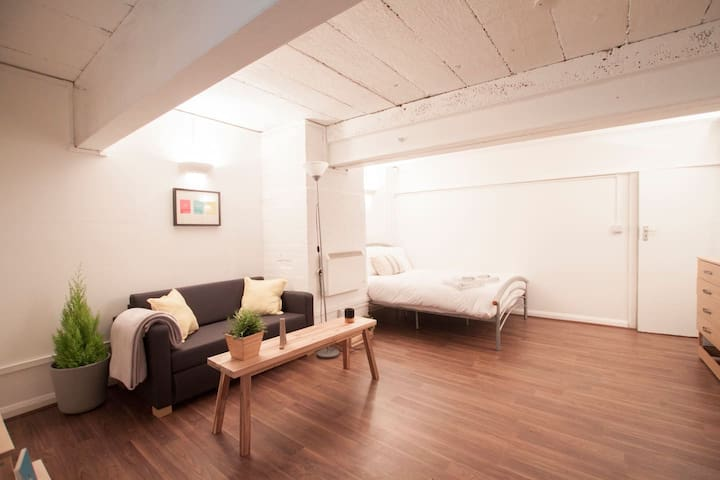 Private studio in heart of Shoreditch for 1or2 ! 1