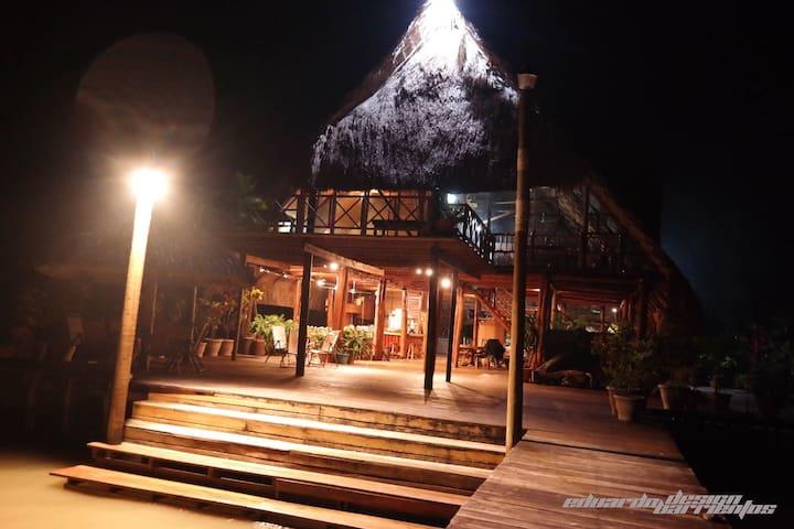 || Casa La Paz || Construcción sobre el agua