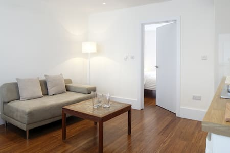 Modern, cosy & immaculately clean! - Hove - Lejlighed