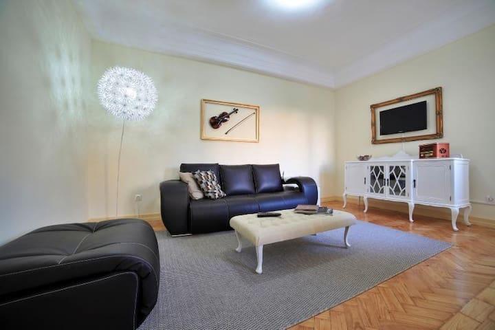 stayin oporto m sica apartment auberges de jeunesse louer porto porto portugal. Black Bedroom Furniture Sets. Home Design Ideas