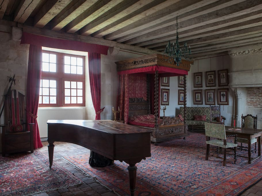 La chambre au baldaquin castles for rent in ch mery for Translate chambre