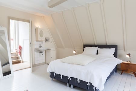 """Tevreden"" in het centrum  - Deventer - Bed & Breakfast"