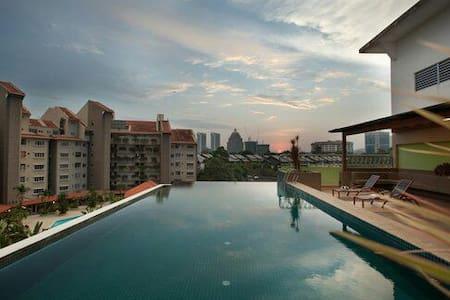 Peninsula @ 10 Semantan Suites. Bangsar Apartment - Kuala Lumpur
