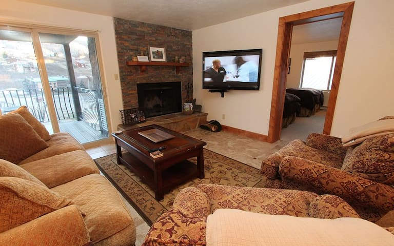 Renovated 3BR Chateaux,, Beautiful! Pool, Hot Tub. 6th nt free - Mt. Crested Butte - Byt