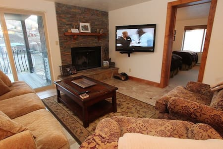 Renovated 3BR Chateaux,, Beautiful! Pool, Hot Tub. 6th nt free - Mt. Crested Butte