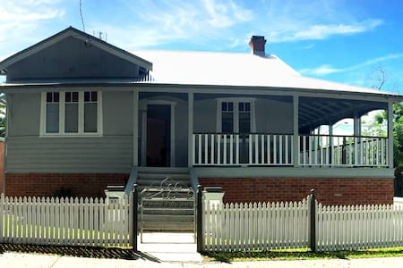 Centrally Loacted Heritage Charm- Fully Air con - Grafton - Huis