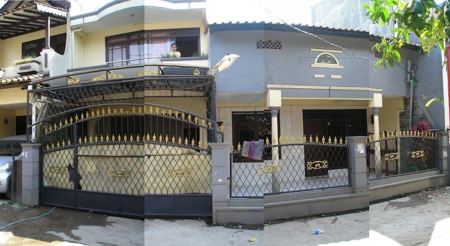 Sewa Rumah dekat Telkom University - Bojongsoang - บ้าน