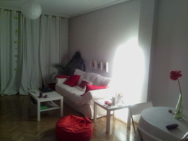 Bedroom with bathroom near Sol - Parla - Huis