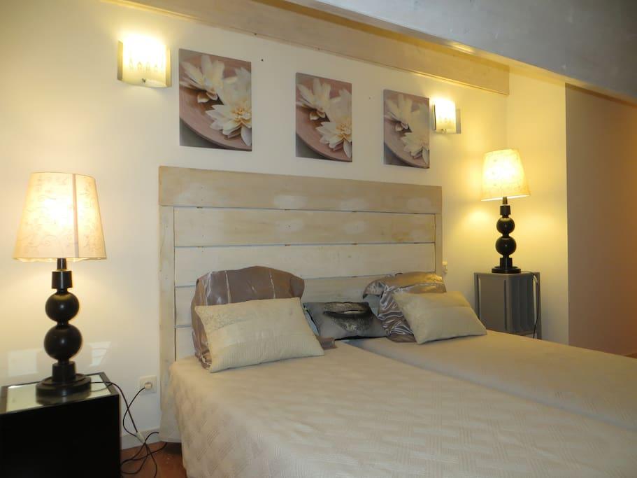 Chambre climatisée à l'étage, 2 lits de 90 cm