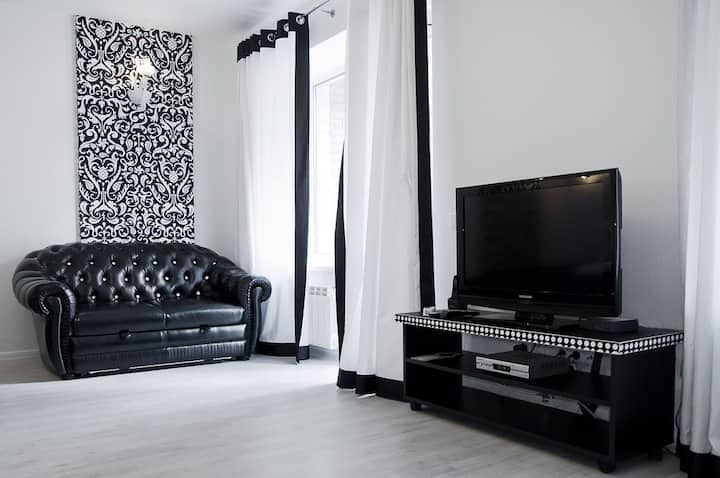 Black&White apartment with balcony ID925