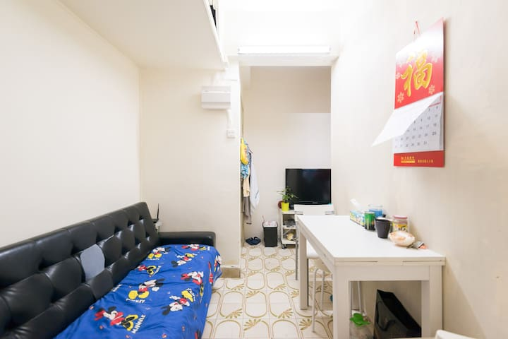 Shared a 2 bed rm apt 3mins to MTR - 香港 - Ev