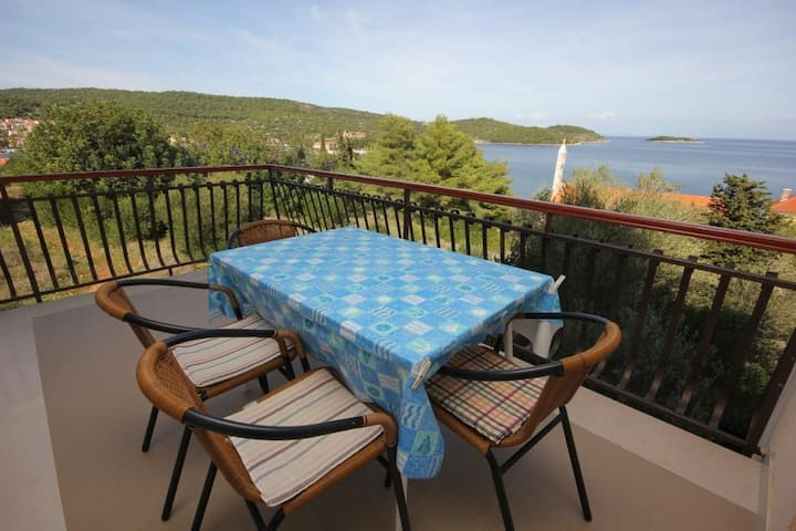 Two bedroom apartment with terrace and sea view Vis (A-2470-a)