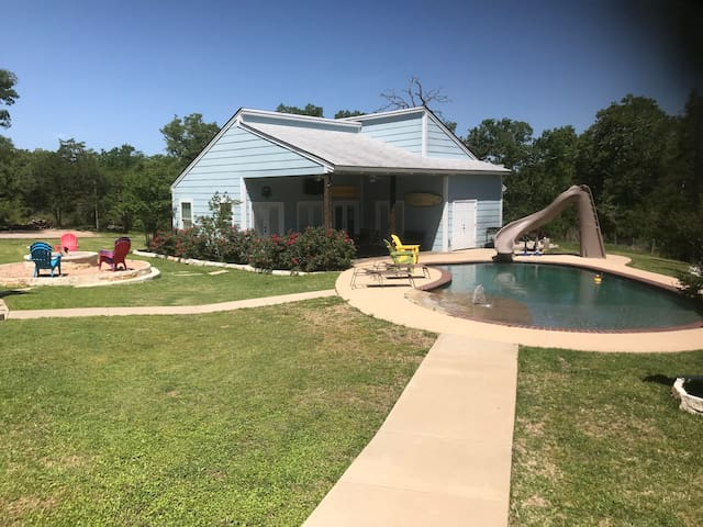 Aggieland Country Stay-12min to TAMU!Pool View rm