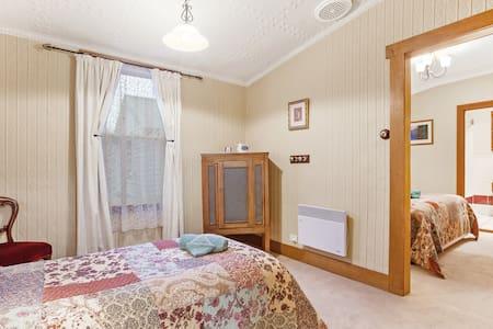 Room 5  Wonderland - Mole Creek - Guesthouse