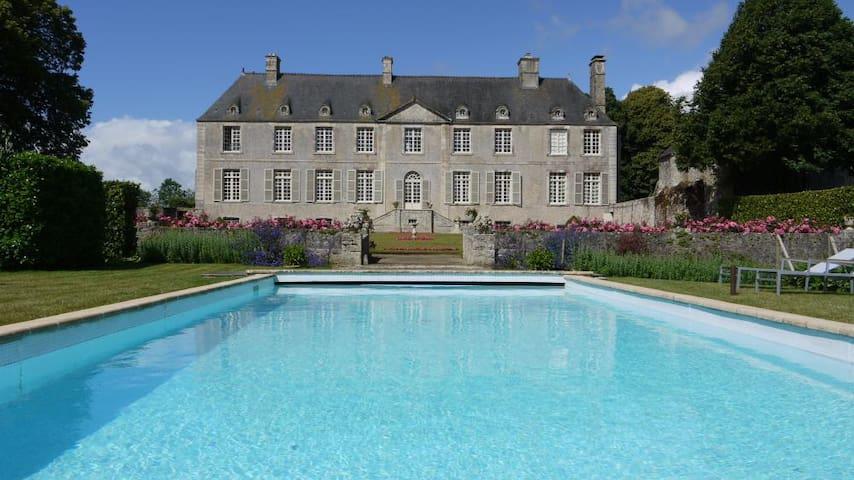 Chateau De Cource - Fontenay-sur-Mer