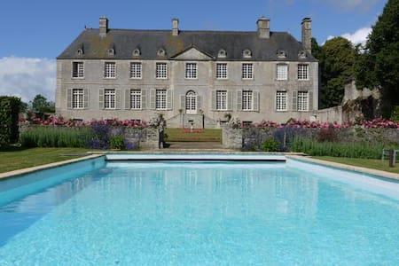 Chateau De Cource - Fontenay-sur-Mer - Zamek