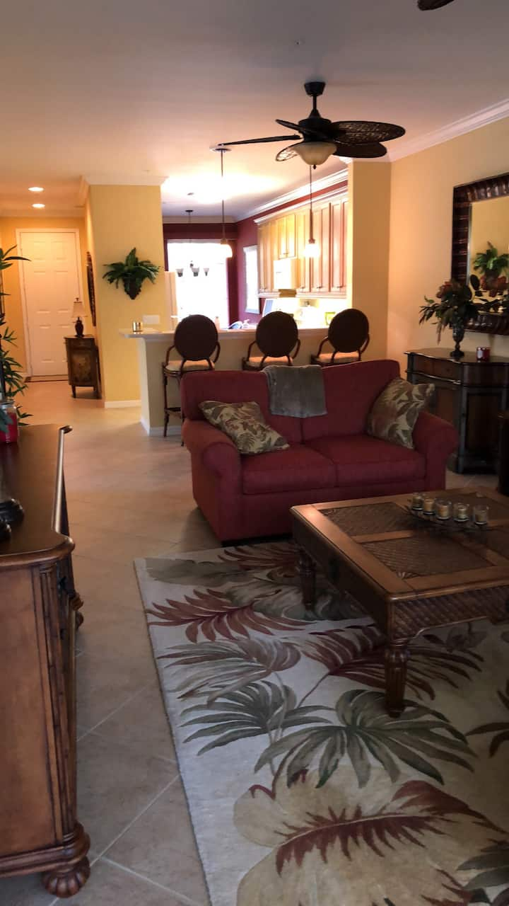 Beautiful condo in Vasari Golf and Country Club