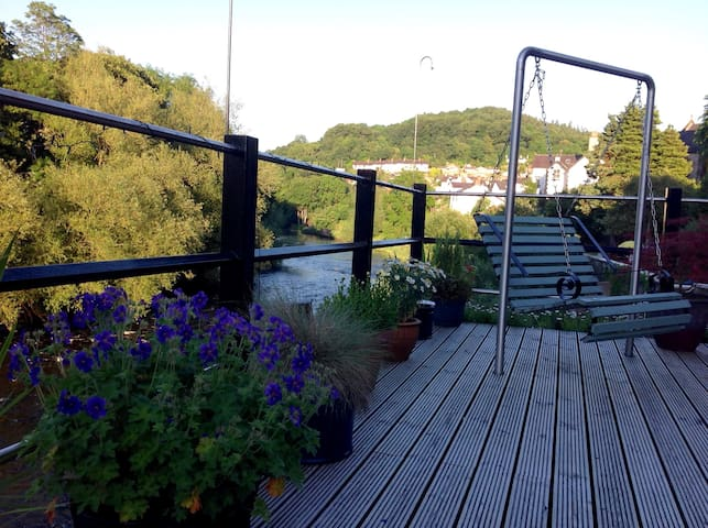 Large Ensuite Room, Riverside Setting, Llangollen