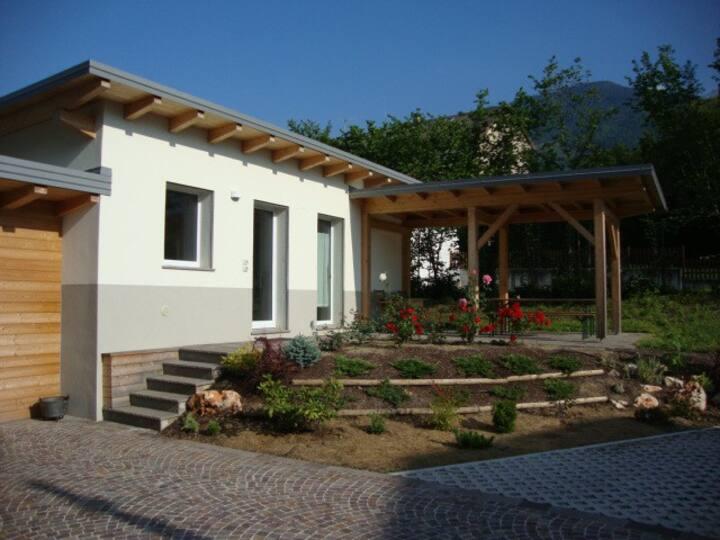 """accogliente abitazione con """"patio"""""""
