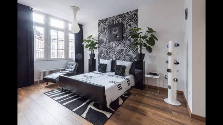 Zwei Wohnungen in einem Haus High Level Apartments