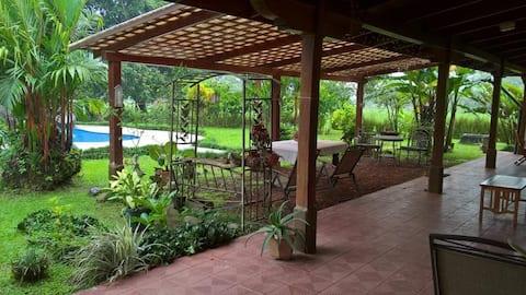 Aguas Zarcas Countryside Villa (w/ private pool)